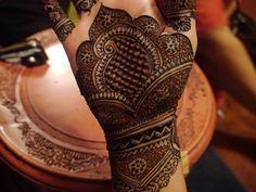 #Mehendi #desi Bridal Henna Designs, Henna Designs Easy, Beautiful Henna Designs, Best Mehndi Designs, Henna Tattoo Designs, Mehendi, Mehandi Henna, Henna Art, Mehendhi Designs