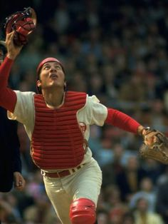 size: Premium Photographic Print: Cincinnati Reds Catcher Johnny Bench Catching Pop Fly During Game Against San Francisco Giants by John Dominis : Baseball Tips, Baseball Pictures, Baseball Cards, Baseball Wall, Baseball Tickets, San Francisco Baseball, San Francisco Giants, Golf Knickers, J Crew