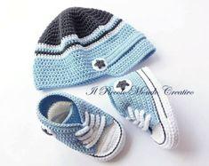 Baby Hat Baby Converse Baby Boy Set Crochet Baby set Baby Hat Baby Sneakers Source by strohmaiersteis Crochet Baby Jacket, Crochet Baby Clothes, Crochet Baby Shoes, Baby Boy Shoes, Baby Booties, Boys Shoes, Crochet Converse, Baby Converse, Baby Sneakers