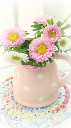 love the coaster Happy Flowers, Flowers Nature, Love Flowers, Beautiful Flowers, Beautiful Flower Arrangements, Floral Arrangements, Daisy Love, Still Life Flowers, Teapots And Cups