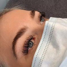 Eyelash Extensions Classic, Volume Lash Extensions, Natural Looking Eyelash Extensions, Natural Fake Eyelashes, Perfect Eyelashes, Eyelash Extension Kits, Wispy Lashes, Makeup Eye Looks, Dark Skin Makeup