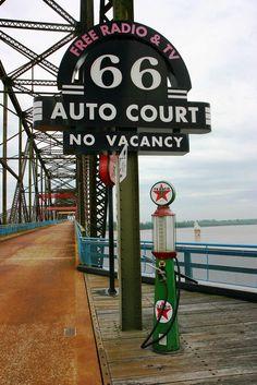 66 Auto Court sign, Route 66 - Chain of Rocks Bridge, St. Route 66 Usa, Route 66 Sign, Old Route 66, Route 66 Road Trip, Historic Route 66, Travel Route, Travel Usa, Missouri, Road 66