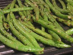 Grillled Green Beans. Good for broccoli and asparagus too! 8 oz green beans 1 tbsp lemon juice 1 tbsp extra virgin olive oil 1 tsp garlic powder 1/2 tsp kosher salt pepper parmesan cheese Mix all ingredients except the parmesan cheese in large ziploc bag. Marinate for 10 minutes. Grill 10 minutes over medium heat, turning frequently until crisp tender.  3. Remove beans from heat, sprinkle with parmesan cheese. Easy!