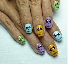 Halloween is coming! Why not paint your nails with this Halloween nail art designs to pair with your Halloween cos. Nail Art Halloween, Fete Halloween, Holiday Nail Art, Halloween Nail Designs, Halloween Ideas, Manicure, Diy Nails, Love Nails, Pretty Nails