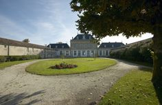 Jardin du Château Le Boscq, Cru Bourgeois Saint-Estèphe, Vignoble Dourthe - www.dourthe.com