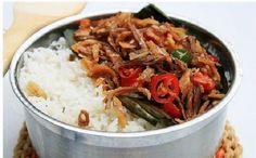 Nasi liwet dijadikan menu andalan ketika berkumpul dengan teman ataupun keluarga. Selain rasanya yang gurih dan beraroma rempah yang menggugah selera membuat nasi liwet sangatlah mudah. Selain nasi liwet Solo salah satu nasi liwet yang patut untu...