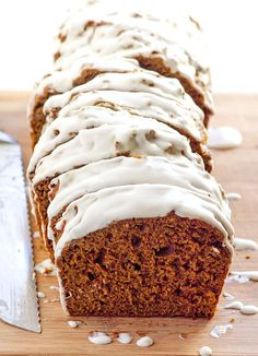 Clean Eating Gingerbread Loaf Recipe -- Healthy Holidays bread made with whole wheat flour, no oil and your choice of wholesome sweetener. Make vegan with flax egg replacer. Delicious and guilt free. Loaf Recipes, Real Food Recipes, Baking Recipes, Yummy Food, Chicken Recipes, Holiday Bread, Holiday Baking, Christmas Baking, Christmas Sweets