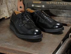 Red Wing Heritage Postman Oxford 101in black chaparral leather.