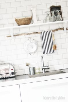 p/beautiful-creative-storage-solutions-in-the-kitchen delivers online tools that help you to stay in control of your personal information and protect your online privacy. Cozy Kitchen, Kitchen Towels, Kitchen Storage, Kitchen Decor, Kitchen Design, Kitchen Utensils, Kitchen Rack, Design Bathroom, Rustic Kitchen