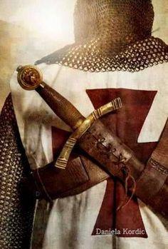 Discover Knight Templar Warrior T-Shirt, a custom product made just for you by Teespring. - Beautiful and quality Knight Templar. Good Knight, Knight Art, Armadura Medieval, Medieval Knight, Medieval Fantasy, Vasco Wallpaper, Knights Templar History, Knight Tattoo, Crusader Knight