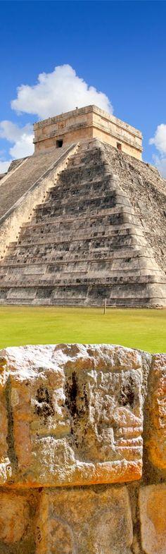 Kukulcan Pyramid, the Temple of a Thousand Columns, Chichen Itz, Yucatan, Mexico
