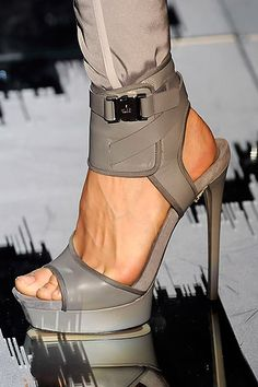 Using one of the color trends in shoes, Gucci presented heels with a wrapped ankle and contrasting buckle, the toe is open and the spike heel elegant. Wear with just about any sort of trousers footwear shoes heels heels footwear Hot Shoes, Women's Shoes, Me Too Shoes, Shoe Boots, Platform Shoes, Rain Boots, Pumps, Stilettos, High Heels