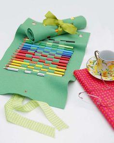estojo em feltro, sem costura Passo a passo em: http://www.revistaartesanato.com.br/feltro-e-eva/estojo-em-feltro-nada-de-costura/07