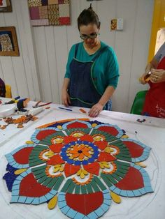 Com- Best 12 Mandala Floral – SkillOfKing.Com Best 12 Mandala Floral – SkillOfKing. Mosaic Pots, Mosaic Wall Art, Mosaic Garden, Mosaic Tiles, Mosaics, Mosaic Crafts, Mosaic Projects, Art Projects, Mosaic Designs