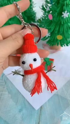 Christmas Crafts For Gifts, Christmas Ornament Crafts, Diy Crafts For Gifts, Christmas Diy, Christmas Decorations, Paper Crafts, Christmas Snowman, Christmas Presents, Simple Christmas