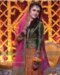 Mehndi Brides, Saree Blouse, Wedding Bride, Bridal Dresses, Designer Dresses, Glamour, Couples, Stylish, Casual
