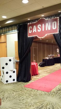 Giant dice and a sparking entrance with glowing casino sign and red carpet set the mood for guests Casino Party Decorations, Casino Party Foods, Casino Night Party, Casino Theme Parties, Party Centerpieces, Party Themes, Vegas Party, Themed Parties, Party Ideas