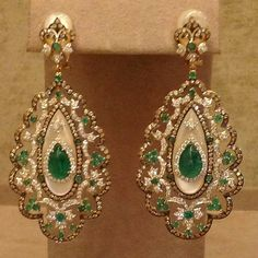 Earrings with diamonds and emeralds. 1920s Jewelry, Funky Jewelry, Sparkly Jewelry, Ear Jewelry, Diamond Jewelry, Antique Jewelry, Diamond Earrings, Jewelery, Vintage Jewelry
