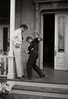 """Rock Hudson and James Dean on the set of""""Giant"""""""