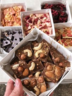 Homemade Chocolate Bars, Chocolate Bark, Chocolate Gifts, Chocolate Recipes, Chocolate Shop, Dessert Packaging, Food Packaging Design, Bakery Packaging, Cookie Packaging