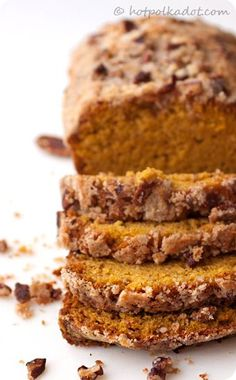 Maple pecan streusel pumpkin bread - think I'll try to make this Thanksgiving morning.