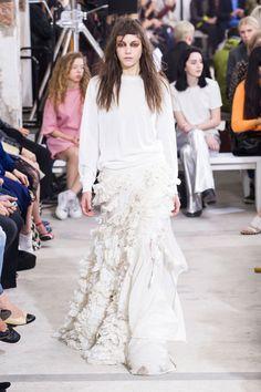 Pin for Later: Tous les Looks Qui Conviendraient à une Mariée Vus à la Fashion Week de Londres Marques Almeida Printemps/Été 2016