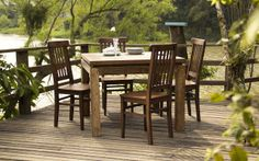 Uma mesa bem arrumada, uma boa conversa, alegrias e causos compartilhados... Tudo isso ao lado das pessoas que se quer bem! Esse � o cen�rio perfeito para uma refei��o em fam�lia. E um momento t�o especial como esse pede belos m�veis! Pensando nisso a Idea Store trouxe pra voc� o conjunto MELIS, formado por mesa e quatro cadeiras, de modelo r�stico, e produzida com moveis de demoli��o. Al�m de compor o ambiente perfeito de deliciosas refei��es e de la�os unidos, ele vai decorar a sua casa…