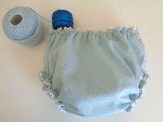 culotte o cubrepañales de bebé de primera puesta en azul con lunares o topitos…