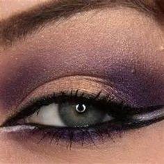 Avon's True Color 8-in-1 Eyeshadow Palatte in Plum Essentialsis ideal for a bolder take on the plum in eye (Looks great on darker skin tones).
