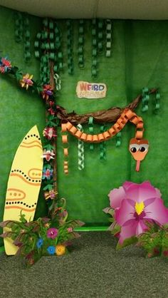 kids can make their own jungle party... (then decorate a hall for next year )love this paper chain snake!