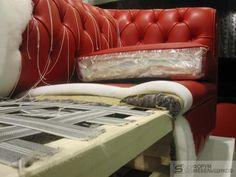 imbottiture più o meno morbide a scelta del cliente per delle comode sedute. Furniture Catalog, Smart Furniture, Furniture Upholstery, Furniture Making, Furniture Design, Reupholster Couch, Slipcovers For Chairs, Living Room Sofa Design, Sofa Frame