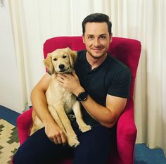 Putting in some early work on my Xmas cards this year 😜 Thoughts? Thank you to Sue Kaufmann our lovely costume designer for lending me her new puppy Charlie. Nbc Chicago Pd, Chicago Shows, Chicago Med, Chicago Fire, Kane Brown Music, Looks Quotes, Bad Quotes, Jay Halstead, Jesse Lee