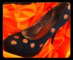 DIY Halloween : DIY Glitter Polka Dot Halloween Glitter Shoes DIY Halloween Decor