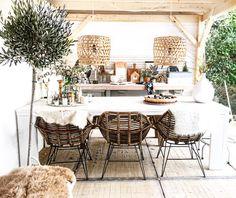 Veranda : outdoor living Dining Furniture, Garden Furniture, Outdoor Furniture Sets, Outdoor Decor, Dining Chair, Dubai Garden, Rooftop Garden, Outside Living, Outdoor Living