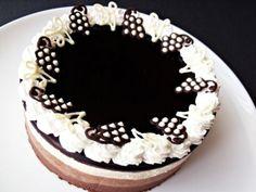 Csokoládétorta borzselével Beautiful Cakes, Tiramisu, Cupcakes, Cookies, Ethnic Recipes, Food, Crack Crackers, Cupcake Cakes, Biscuits