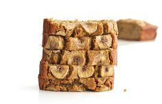 Just 5 ingredients to make this healthy loaf of banana bread that's moist, oaty and naturally sweetened with maple syrup. I promise I'm not going all gluten-free on y'all over here, but my mom recentlyeliminated gluten from her diet to see if she has an allergy to it that might be causing some skin irritations,which …