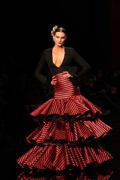 Wappíssima - Simof 2015 - Vicky Martin Berrocal - 'Volver' · Wappísima Flamenco Costume, Flamenco Dancers, Fashion Now, Fashion Dresses, Mardi Gras Costumes, Dressed To The Nines, Fashion Prints, Dress To Impress, Argentine Tango