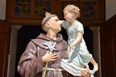 Rugăciuni către Sfântul Anton de Padova | e-communio.ro Anton, Sculpture, Statue, Sculptures, Sculpting, Carving
