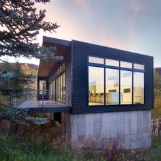 Image 1 of 15 from gallery of Black Magic House / Rowland+Broughton Architecture. Photograph by Brent Moss Concrete Siding, Metal Siding, Metal Roof, Modern Exterior, Exterior Design, Architecture Photo, Modern Architecture, Green Building, Building A House