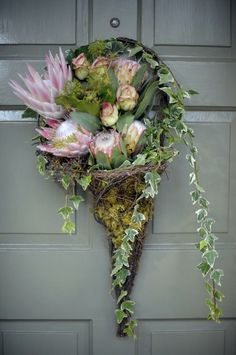 gorgeous moss filled vase shaped door wreath  #heirloomheaven