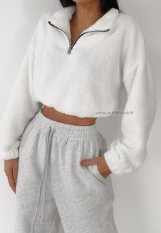 Faux fur half zip jumper in white Faux fur half zip jumper in white Pull blanc effet fourrure avec zip<br> Cute Lazy Outfits, Chill Outfits, Sporty Outfits, Mode Outfits, Retro Outfits, Stylish Outfits, Vintage Outfits, White Girl Outfits, Simple Outfits