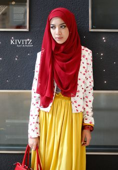 spontaneus traveler | kivitz  patterned blazer and bright colored skirt