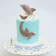 50 Most Beautiful looking Dolphin Cake Design that you can make or get it made on the coming birthday. Dolphin Cupcakes, Dolphin Birthday Cakes, Dolphin Birthday Parties, Dolphin Party, Animal Birthday Cakes, Animal Cakes, Ocean Cakes, Beach Cakes, Fondant Cakes