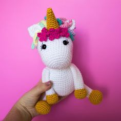 Free Crochet Unicorn Pattern - this sweet amigurumi unicorn doll is the perfect gift for any little girl or unicorn fan! Bright and colorful and a very easy pattern, suitable for beginners! Crochet Unicorn Pattern Free, Crochet Dinosaur Patterns, Crochet Dolls Free Patterns, Crochet Doll Pattern, Crochet Zebra, Crochet Animal Amigurumi, Crochet Toys, Crochet Gratis, Crochet Phone Cases