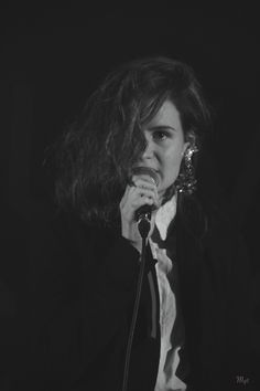 Christine and The Queens // Héloïse Létissier // French Electropop Nantes France, Christine And The Queens, Love Her Style, Woman Crush, Art Music, Singing, The Incredibles, Black And White, Concert