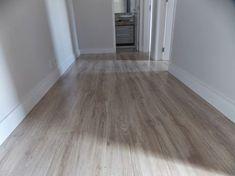 4652a491361ea O piso laminado usado foi o Savoy, da Durafloor - linha Nature (coleção  2013) O rodapé também é da durafloor e tem altura de 12cm