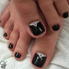 You are looking for nail art for your beautiful toes? Here we show you the amazing list of 35 Simple and Easy Toe Nail Art Design Ideas Black Toe Nails, Pretty Toe Nails, Gorgeous Nails, Simple Toe Nails, Pretty Toes, Pedicure Designs, Manicure E Pedicure, Toe Nail Designs, Pedicures