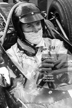 Dan Gurney, Eagle Weslake - Dan Gurney in his Eagle Weslake on the grid at Silverstone before the start of the 1967 British Grand Prix. Motogp Valentino Rossi, Ford Sport, Dan Gurney, The Mike, British Grand Prix, Drag Racing, F1 Racing, Mclaren F1, G Man