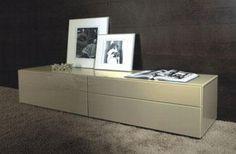 Mueble auxiliar en tonos claros sin pies. Light Shades, Home
