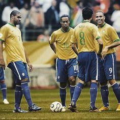 Ronaldo, Ronaldinho, Kaka - that e 2006 Brazil Football Team, God Of Football, Football Images, National Football Teams, Football Boys, Football Pictures, Brazil Team, Ronaldo 9, Photography